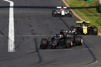 Romain Grosjean, Haas F1 Team VF-19, Nico Hulkenberg, Renault F1 Team R.S. 19 y Kimi Raikkonen, Alfa Romeo Racing C38