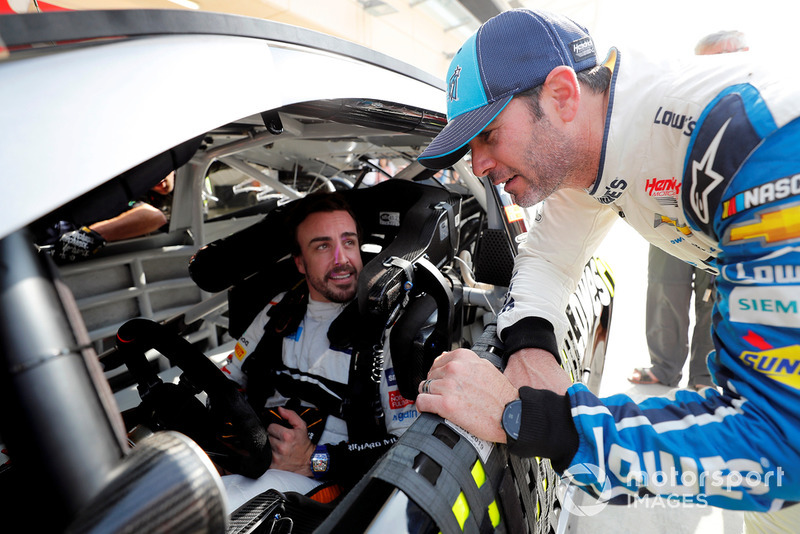 Fernando Alonso en el NASCAR y Jimmie Johnson