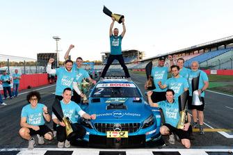 Гері Паффетт, Mercedes-AMG Team HWA, святкує з командою