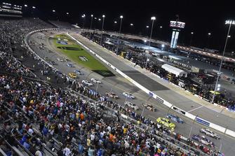 Partenza, Denny Hamlin, Joe Gibbs Racing, Kevin Harvick, Stewart-Haas Racing, al comando