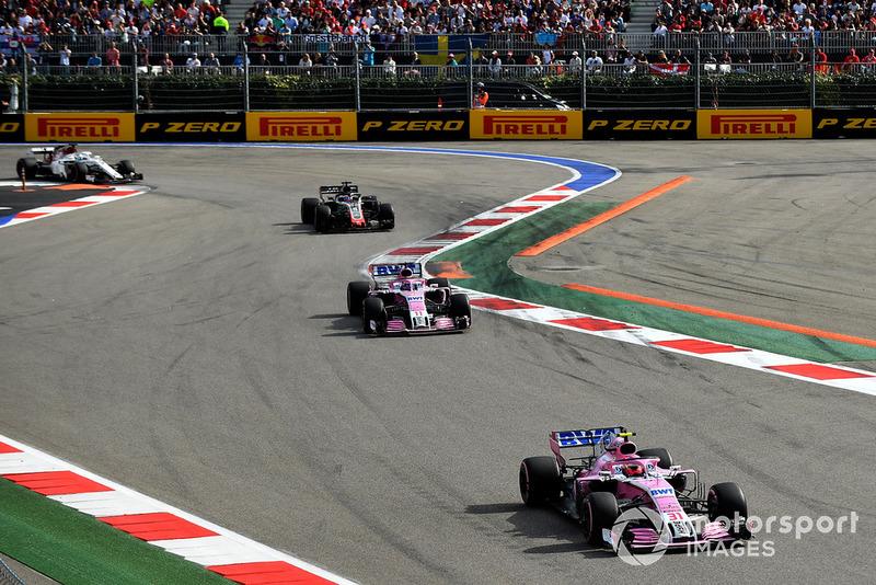 Esteban Ocon, Racing Point Force India VJM11 y Sergio Perez, Racing Point Force India VJM11