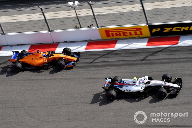 Sergey Sirotkin, Williams FW41 y Fernando Alonso, McLaren MCL33