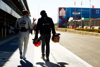 Robin Frijns, Envision Virgin Racing, walks back in the pits after being hit by Tom Dillmann, NIO Formula E Team