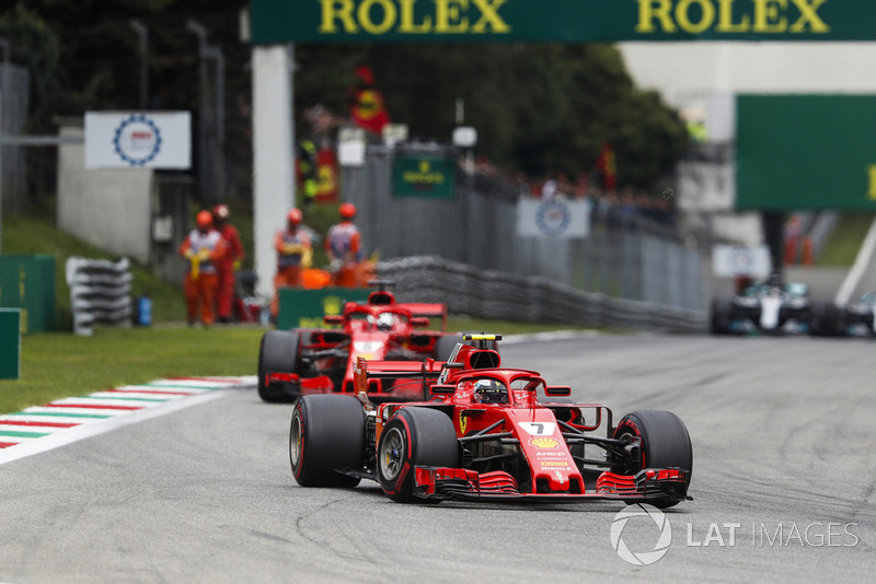 Kimi Raikkonen, Ferrari SF71H, lidera a Sebastian Vettel, Ferrari SF71H
