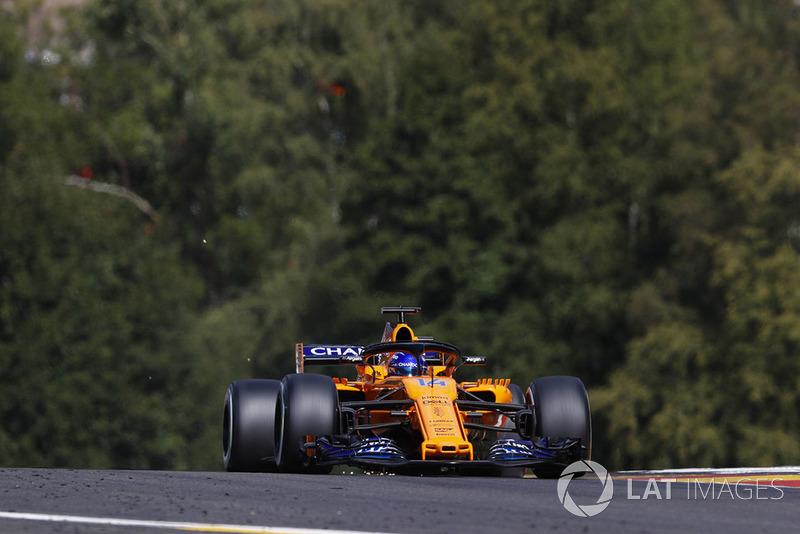 Fernando Alonso, McLaren MCL33, strikes up sparks