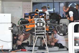 McLaren MCL33 nel garage