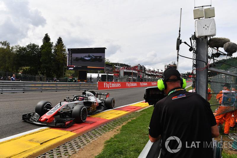 Romain Grosjean, Haas F1 Team VF-18 and cameraman