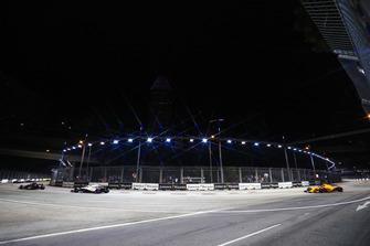 Brendon Hartley, Toro Rosso STR13, precede Sergey Sirotkin, Williams FW41, e Stoffel Vandoorne, McLaren MCL33