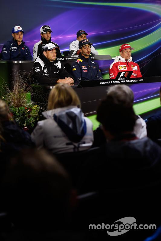lors de la conférence de presse de la FIA : Marcus Ericsson, Sauber F1 Team; Sergio Perez, Sahara Force India F1; Felipe Massa, Williams; Jenson Button, McLaren; Daniel Ricciardo, Red Bull Racing; Kimi Raikkonen, Ferrari