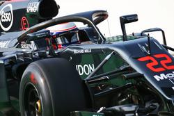 Jenson Button, McLaren MP4-31 con el dispositivo Halo