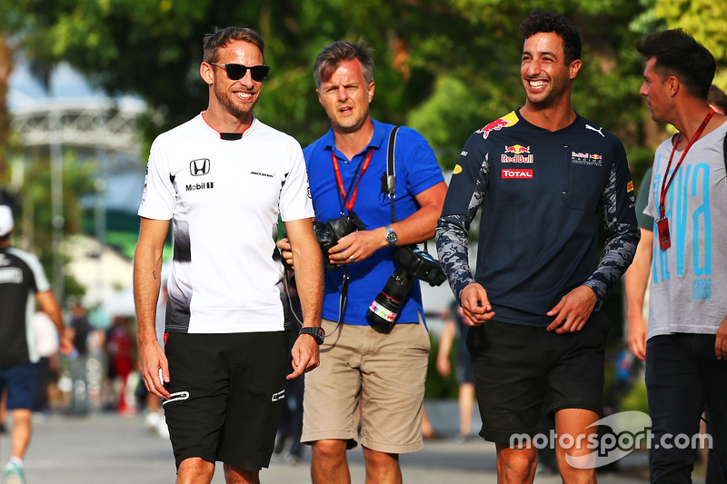 Jenson Button, McLaren; Daniel Ricciardo, Red Bull Racing