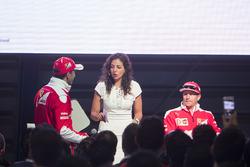 Kimi Raikkonen, Ferrari, Giselle Zarur Maccise reportera F1 Latinoamerica y Marc Gene, Piloto de prueba, Scuderia Ferrari en el Shell Eco-marathon cars