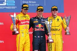 Podium: Sieger Pierre Gasly, Prema Racing; 2. Antonio Giovinazzi, Prema Racing; 3. Oliver Rowland, M