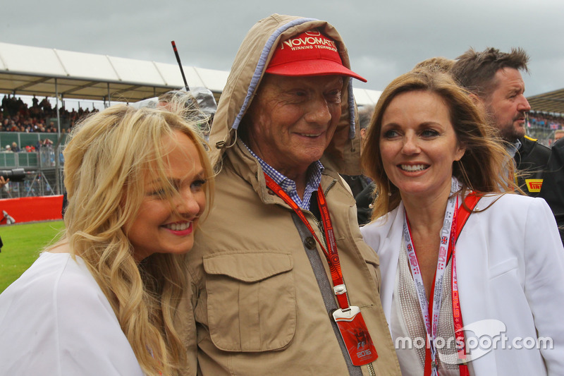 Niki Lauda, Mercedes Non-Executive Chairman on the grid with Emma Bunton, Singer (Left) and Geri Halliwell, Singer (Right)