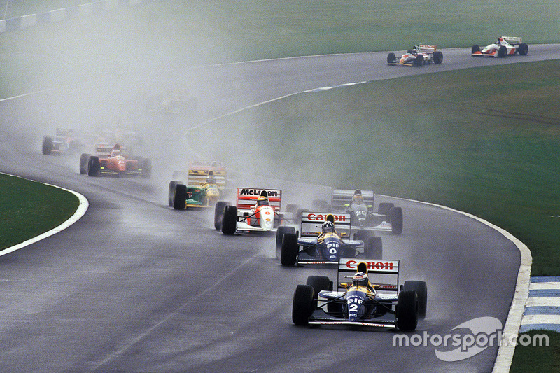 Ayrton Senna rukt op, Alain Prost rijdt aan de leiding
