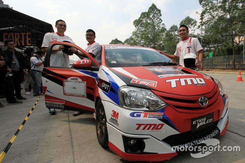 Fransiscus Soerjopranoto, Executive General Manager PT Toyota-Astra Motor, Anjasara Wahyu dan Demas Agil, Toyota Team Indonesia