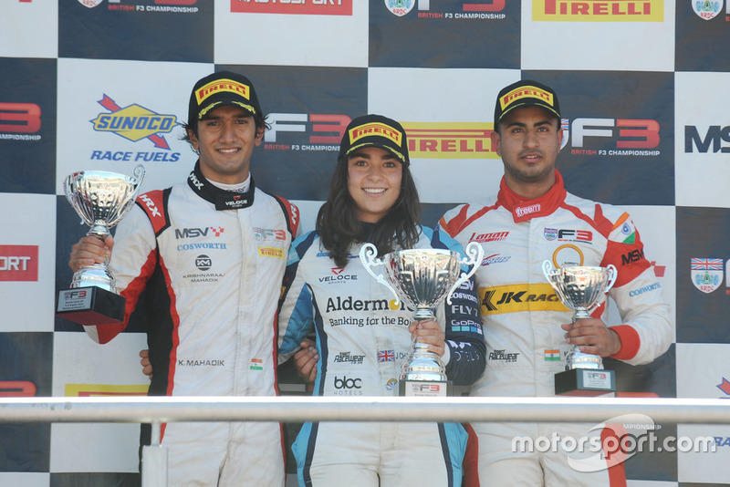 Jamie Chadwick, Douglas Motorsport, di podium usai menangi balapan