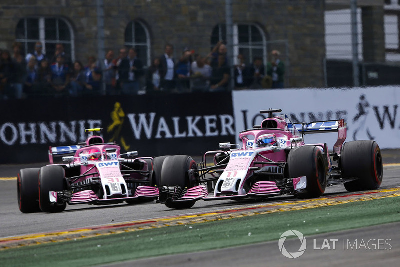 Серхіо Перес, Racing Point Force India VJM11, попереду Естебана Окона, Racing Point Force India VJM11