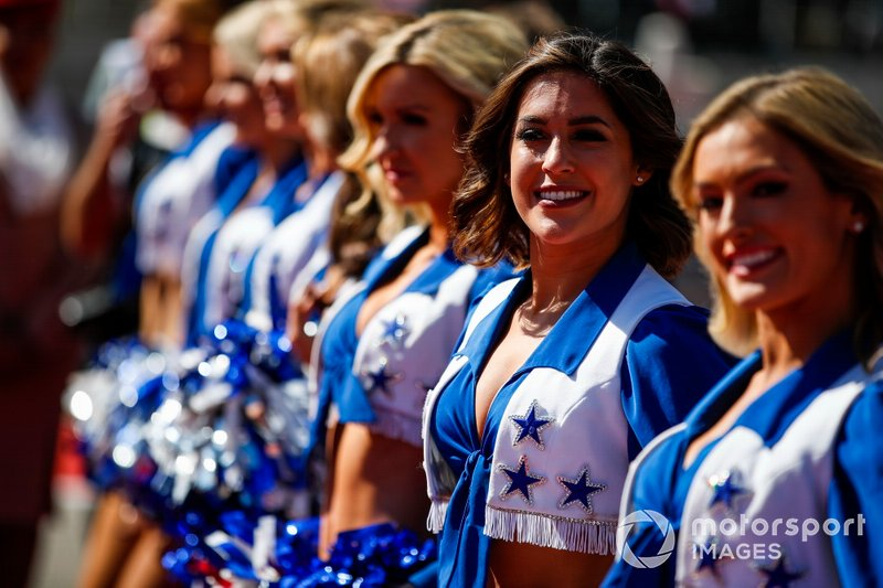 The Dallas Cowboys Cheerleaders entertain the F1 crowd at Austin