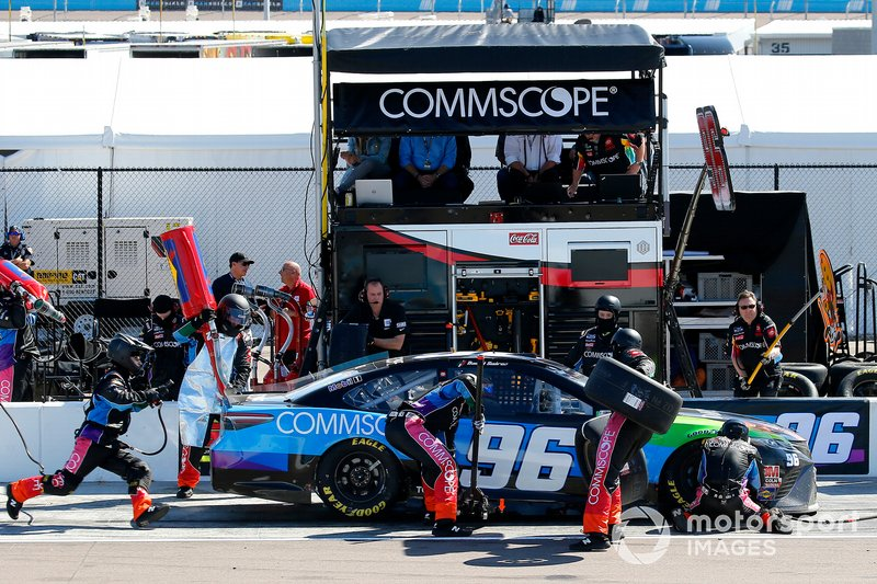 Daniel Suarez, Gaunt Brothers Racing, Toyota Camry CommScope pit stop