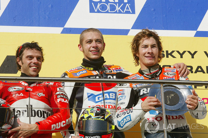 Подіум: переможець гонки Валентино Россі, Repsol Honda Team, друге місце Лоріс Капіроссі, Ducati Team, третє місце Нікі Хейден, Repsol Honda Team