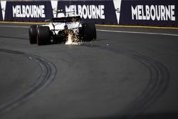 Scintille dall'auto di Lance Stroll, Williams FW40