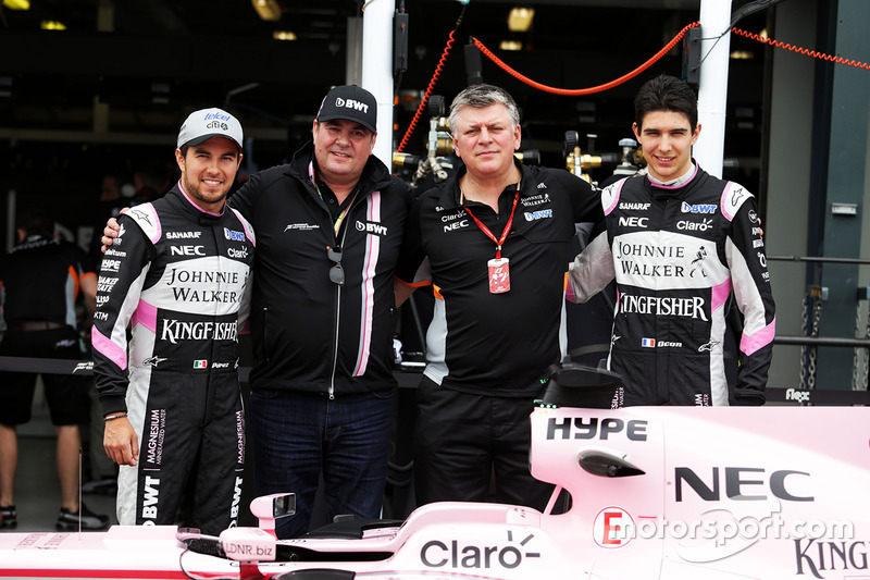Sergio Perez, Sahara Force India F1; Otmar Szafnauer; Esteban Ocon, Sahara Force India F1; Force India F1 VJM10