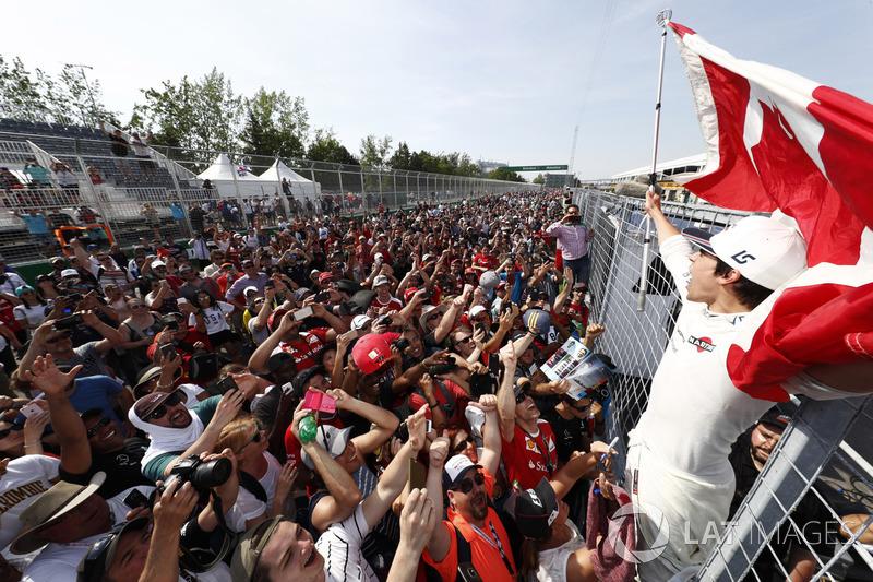 Lance Stroll, Williams, fête ses premiers points avec les fans