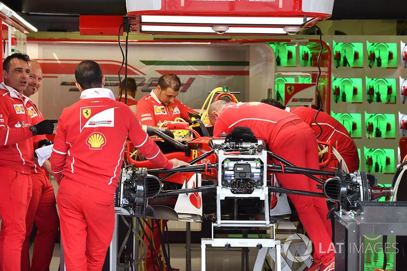 Ferrari SF70-H у гаражі