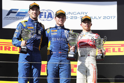Podium: winner Oliver Rowland, DAMS, second place Nicholas Latifi, DAMS, third place Nyck De Vries, Rapax