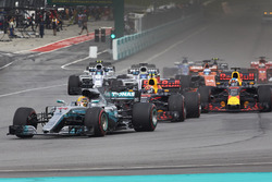Lewis Hamilton, Mercedes AMG F1 W08, Max Verstappen, Red Bull Racing RB13, Daniel Ricciardo, Red Bull Racing RB13, Valtteri Bottas, Mercedes AMG F1 W08 at the start