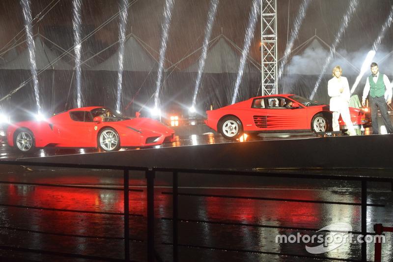 Ferrari Enzo та Ferrari Testarossa на Шоу 70-річчя Ferrari