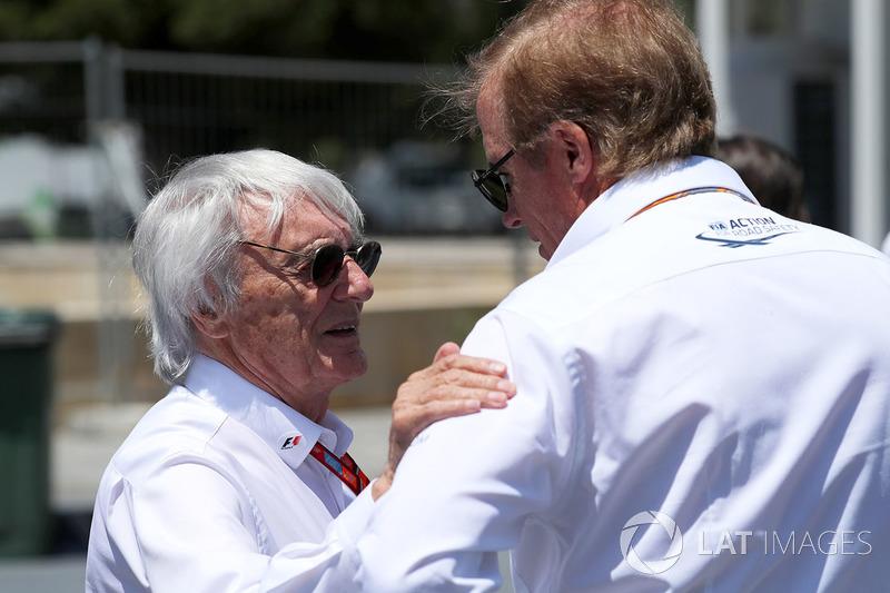 Bernie Ecclestone, Danny Sullivan, FIA-Steward