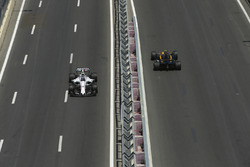 Лэнс Стролл, Williams FW40, и Джолион Палмер, Renault Sport F1 Team RS17