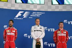 Подиум: победитель Валттери Боттас, Mercedes AMG F1, второе место – Себастьян Феттель, Ferrari, Кими Райкконен, Ferrari, – третье место