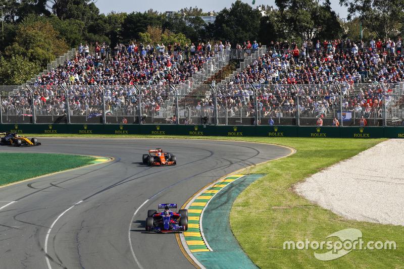 Carlos Sainz Jr., Scuderia Toro Rosso STR12; Fernando Alonso, McLaren MCL32