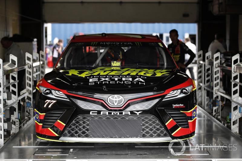 Technische Inspektion: Erik Jones, Furniture Row Racing Toyota