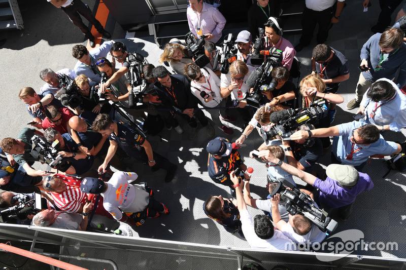Гонщики Red Bull Racing Макс Ферстаппен и Даниэль Риккардо