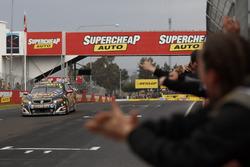 Race winners David Reynolds, Luke Youlden, Erebus Motorsport Holden takes the checkered flag