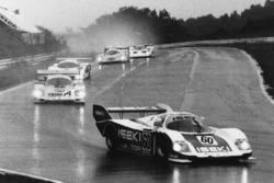Верн Шуппан, Джордж Фуше, Кейічі Судзукі, Porsche 956 попереду