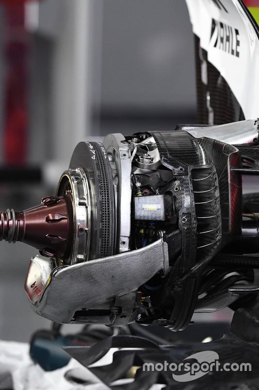 Williams FW40, Vorderradbremse, Detail