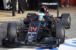 Фернандо Алонсо, McLaren MP4-31 с сенсорами на машине