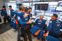 Команда Hyundai Motorsport празднует победу