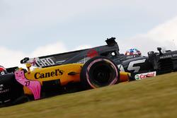 Nico Hulkenberg, Renault Sport F1 Team RS17, Romain Grosjean, Haas F1 Team VF-17