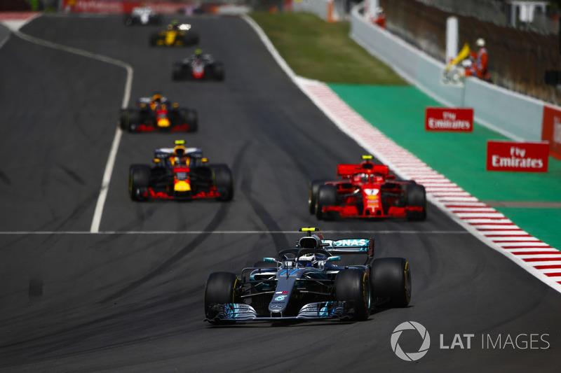 Valtteri Bottas, Mercedes AMG F1 W09, Kimi Raikkonen, Ferrari SF71H, Max Verstappen, Red Bull Racing RB14 and Daniel Ricciardo, Red Bull Racing RB14