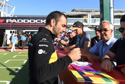 Cyril Abiteboul, Renault Sport F1 Managing Director signs autographs for the fans