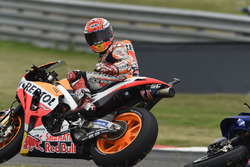 Crash: Marc Marquez, Repsol Honda Team, Valentino Rossi, Yamaha Factory Racing