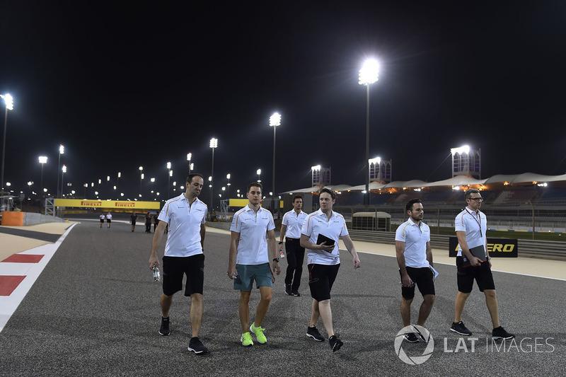 Stoffel Vandoorne, McLaren walks the track