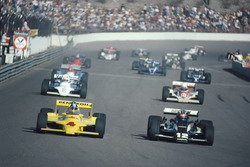 Start zum CART-Rennen in Phoenix 1980: Mario Andretti, Penske PC9, Johnny Rutherford, Chaparral