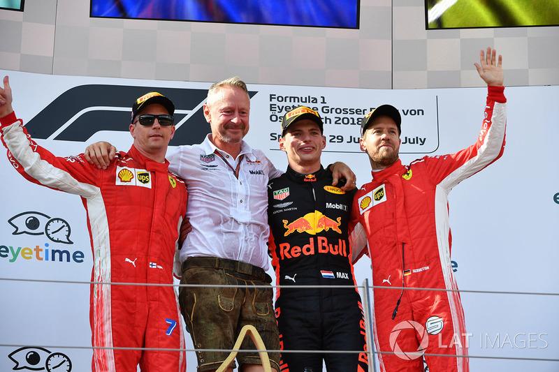 Kimi Raikkonen, Ferrari, Jonathan Wheatley, Red Bull Racing Team Manager, Max Verstappen, Red Bull Racing u Sebastian Vettel, Ferrari